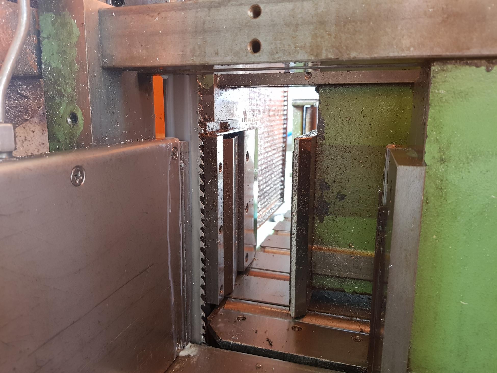 Sawing, bars, pipes, tubes, services   HEMPEL